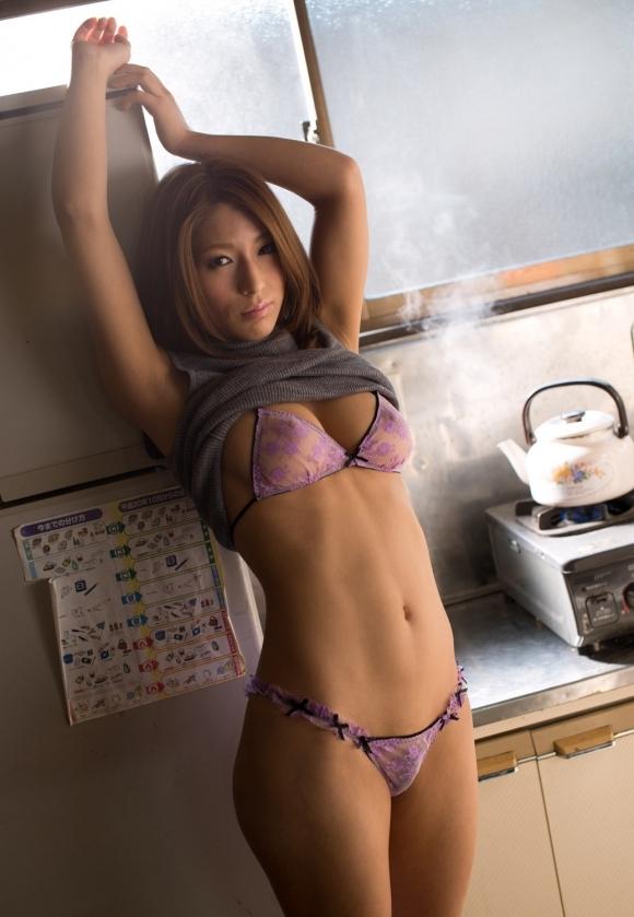 女の子のお腹にできる綺麗な腹筋ラインフェチなんですwwwwwww【画像30枚】29_2017082401500061b.jpg