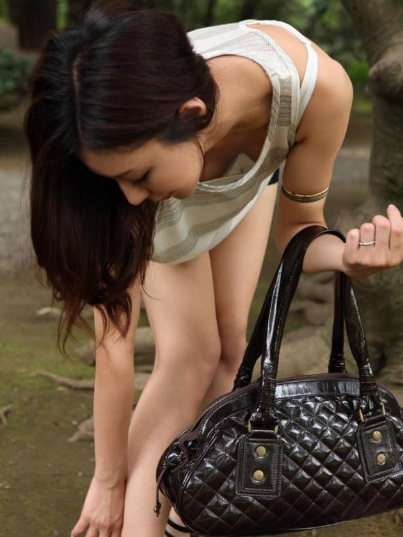ガッツリと胸元からおっぱいを見せてくれる女の子wwwwwww【画像30枚】30_20170707145827e8f.jpeg