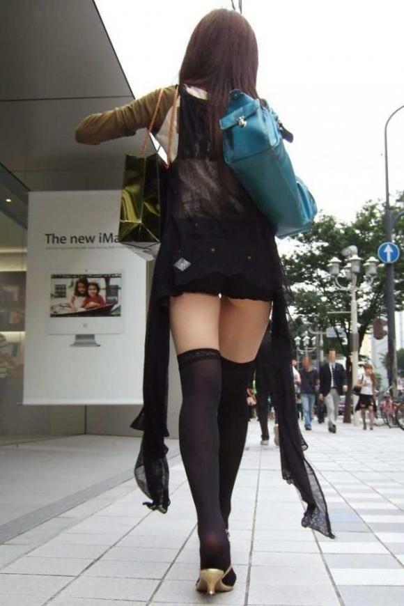 【着衣エロ画像】短いホットパンツで尻肉見せつけてくる女の子が増殖中wwwwwww【画像30枚】30_20170712023727983.jpeg