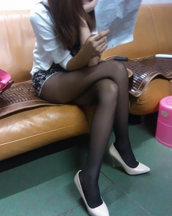 裸よりエロい!フェロモンがプンプンしてくる黒ストッキングの女の子wwwwwww【画像30枚】30_201709140215400de.jpg