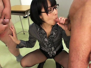 【阿部乃みく】メガネの痴女教師が淫語で説教しながらクラス男子全員をフェラ手コキ抜きしてザーメンごっくん