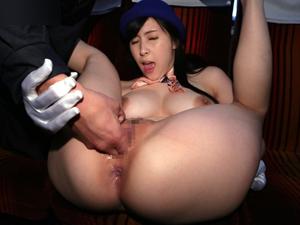 【赤井美月】全裸バスガイドが業務終了後に運転手に爆乳を揉まれマンコ穴チェックされてます!