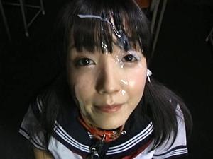 【有本紗世】首輪をつけられた美少女が大勢でぶっかけられ臭そうなザーメンで汚され嬉しそう