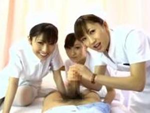 看護師さん達に優しくチ○ポを握られ射精。川上ゆう 浅乃ハルミ 彩月あかり