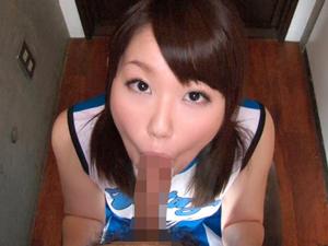 【鮎川千里】ノーハンドフェラで口内発射させたザーメンをごっくんして応援する痴女チアガール!