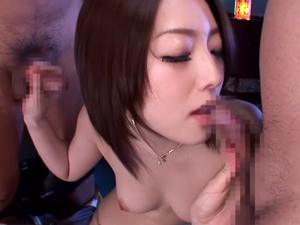 【羽田あい】元芸能人の長身美女がチンポ2本を同時に手コキフェラしてガチイキしてる3Pセックス