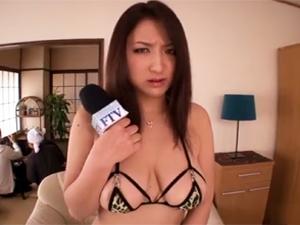 【本真ゆり】ADに秘密を知られた巨乳女子アナが調教され恥辱に震えながらTV出演