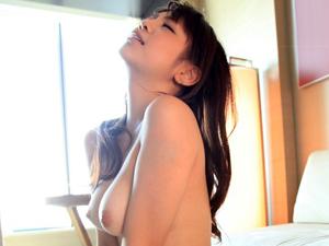 【伊藤りな】快楽に理性を失い積極的に責める美乳美女が濃厚SEXでエビ反り絶叫イキ!