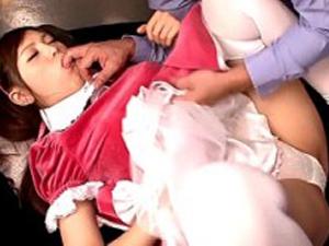 <美少女動画>伊藤りな ちょいムチッとしたエロエロボディのりなちゃんがメイドコス姿で強烈なピストンにハメ倒されちゃうw