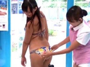 日焼けした絶品ボディーをインチキマッサージ師に奪われる水着娘inマジックミラー号 槇原愛菜
