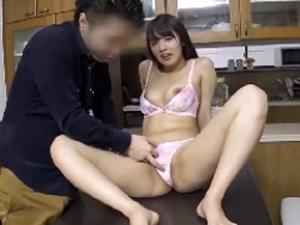 【人妻ナンパ】清純そうに見えて意外と遊んでる若妻が自宅にお招きセックス【美咲かんな】
