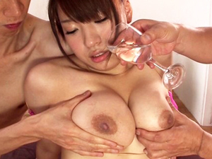 【椎名理紗】初めてのAVでいきなり3PしてGカップ巨乳を揺らし潮を撒き散らしてイキまくってます!