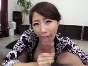 人妻動画 篠田あゆみ こんなフェラテクニックをもっている美熟女は人生で初めて