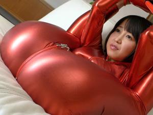 【篠田ゆう】キャットスーツの軟体痴女がアナルSEXの前にフェラ抜きごっくんデモンストレーション