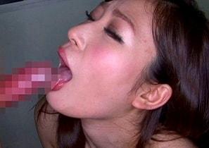 【川奈亜希】 お姉さんが喉奥まで咥えこむフェラチオ、精子ごっくん 【tube8】