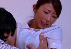 【篠田あゆみ】 若くて硬い青年の肉棒に跨る、おばさんナース 【tube8】