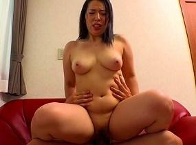勃起したチンポを見て発情した巨乳素人女とのセックス 【tube8】
