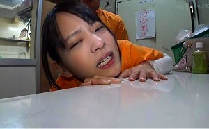 【あべみかこ】 コンビニで働く男と女子校生が職場でハメ撮りセックス 【tube8】