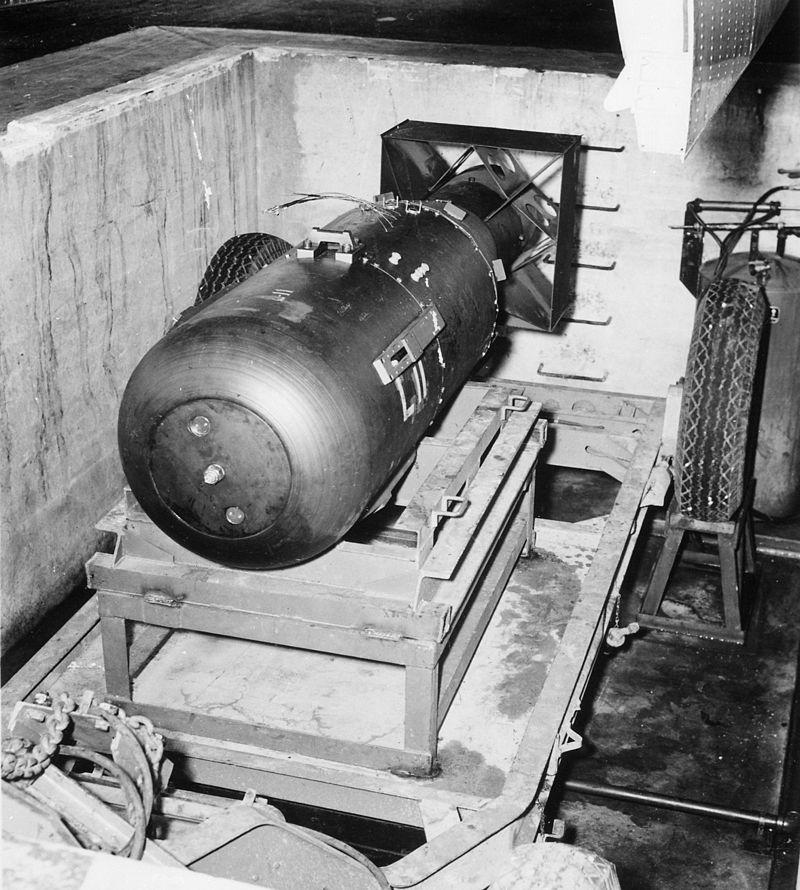 800px-Atombombe_Little_Boy_2.jpg