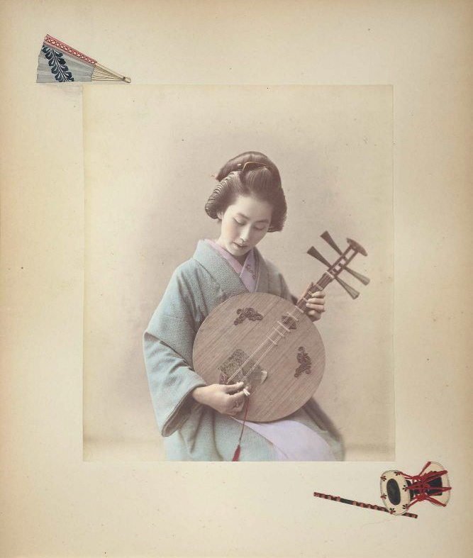 月琴を弾く女性(1886年、アドルフォ・ファルサーリ撮影