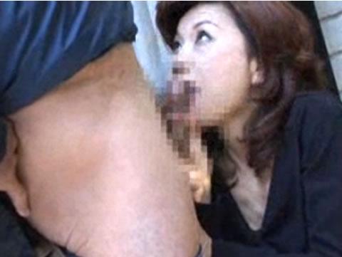 アダルト動画:熟女のフェラからの口内射精