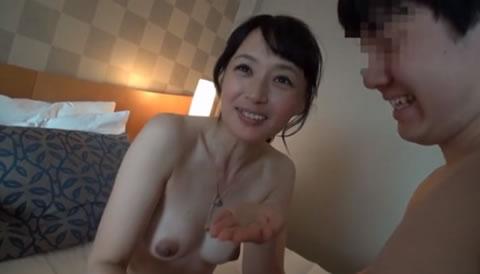 アダルト動画:カワイイ熟女①