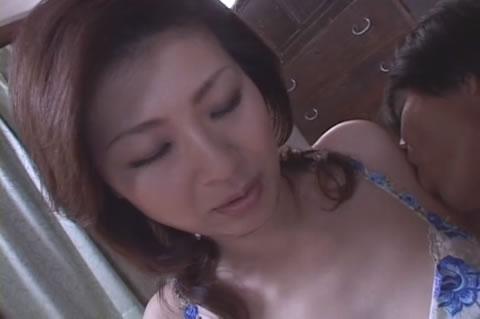 アダルト動画:貧乳熟女の膣内射精.