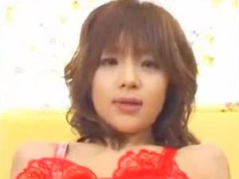 AV女優エロアダルト動画・小向美奈子の赤い衣装で濃厚フェラ
