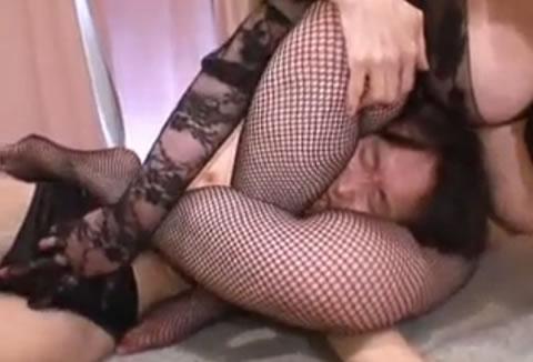 神レベルの美女2人が乱交SEXでイキまくりのレズプレイもエロ …