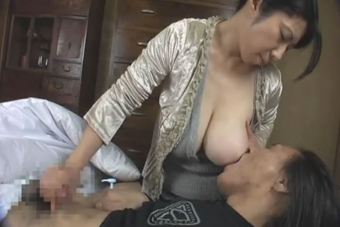 色白爆乳熟女の授乳手コキ