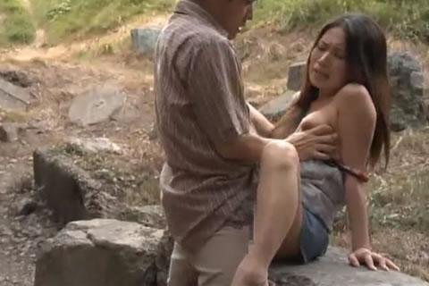 アダルト動画:あぁ~やりたくてたまらない野外SEX2 小沢夕希