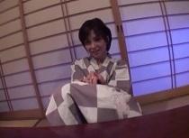 【人妻】人妻、桐岡さつき出演の拘束動画。桐岡さつき 手首拘束で即濡れする変態人妻は1本のチンコでは満足出来ない