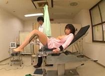 【人妻】爆乳の人妻、鈴香音色出演の拘束動画。鈴香音色 産婦人科で診察台に拘束されペニス挿入診察される爆乳人妻