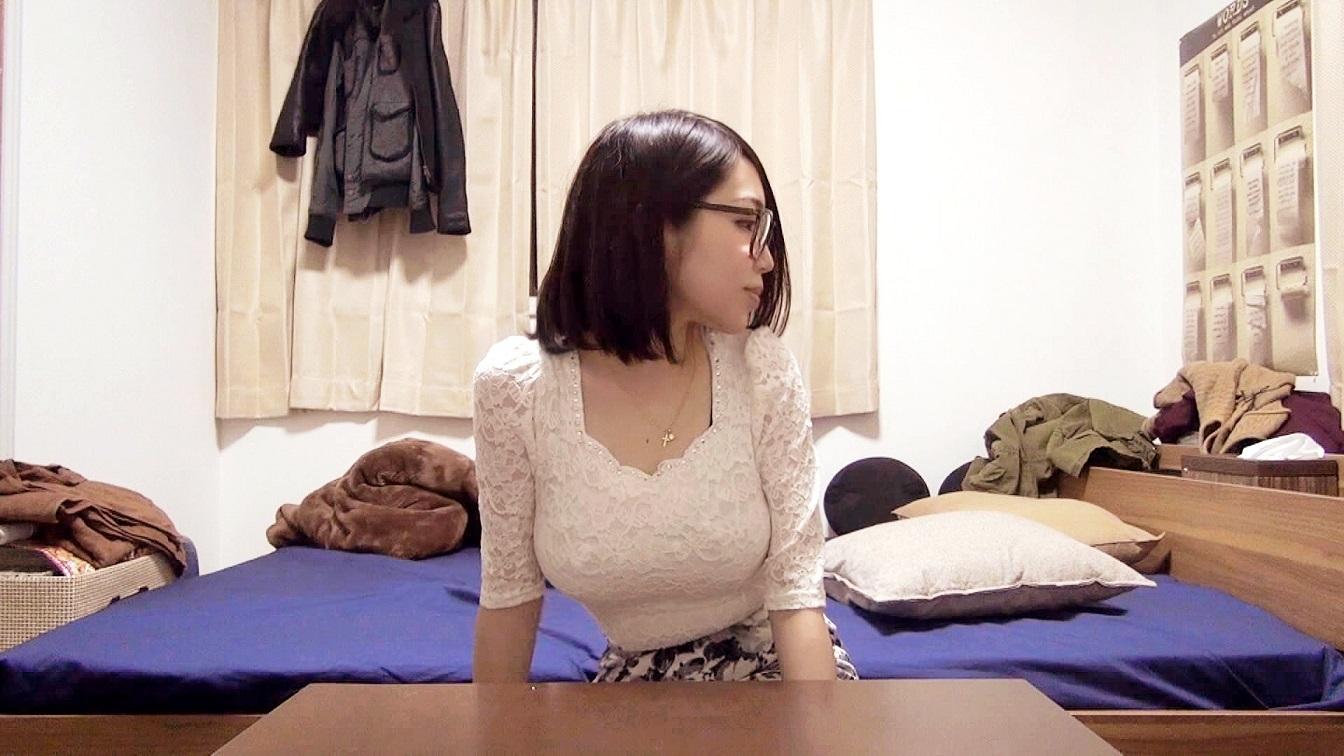 カオリ 20歳 女子大生 彼女はとてつもなく肌の色が白い。