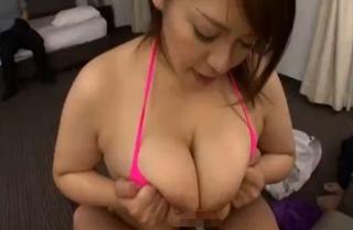 杏美月の爆乳パイズリ