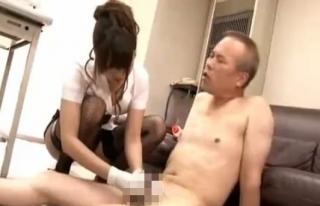 痴女ギャルがM男をアナル調教手コキ
