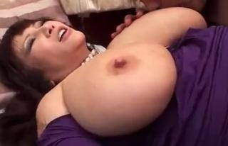 爆乳の豊満熟女とセックス