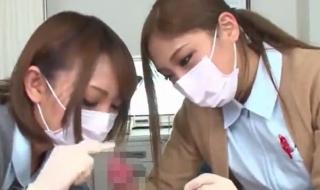 美人ギャル二人が包茎チンポをエロ治療