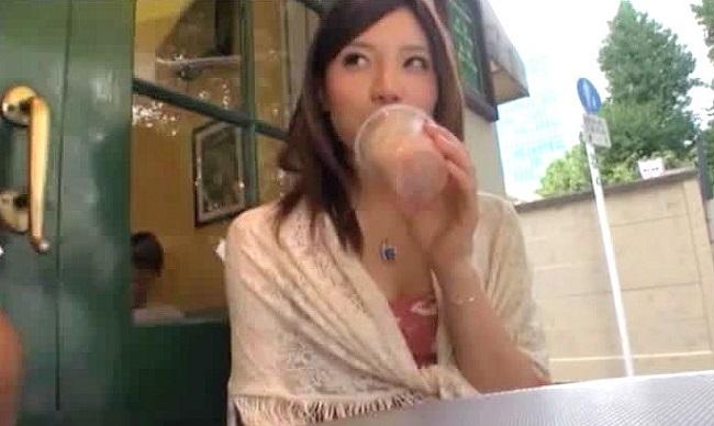 (キャッチ)シロウトの母乳ムービー。キャッチされたシロウトお母ちゃんさんが母乳プレイをしながらナカ出しを許しちゃう☆