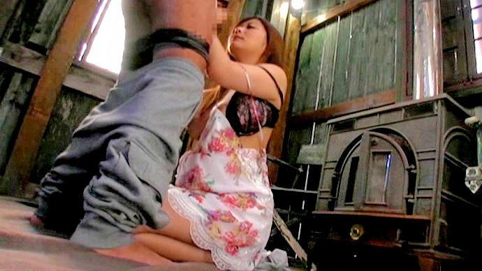 【ナンパ】巨乳の人妻のナンパ動画。キャンプに来たナンパ待ちの巨乳人妻が男とエッチして日頃のストレス発散!
