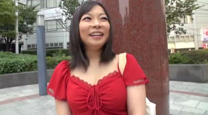 (ハメドリ)ロケット乳のシロウト女性のハメドリムービー。出会いがないというぽちゃしたロケット乳保育士さんがAV出演してハメドリsex☆