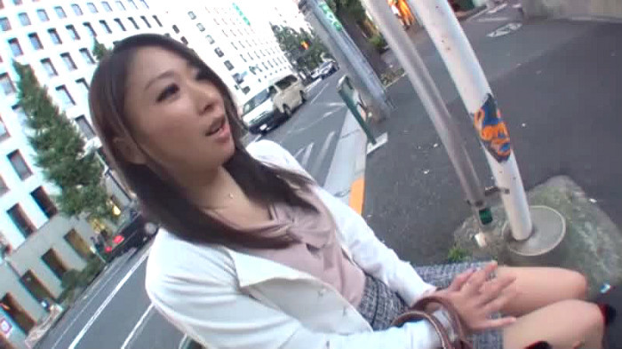 【ナンパ】清楚の素人女性のナンパ動画。アンケートと称しナンパした清楚妻がホテルで豹変してイキまくりながら中出しされる!