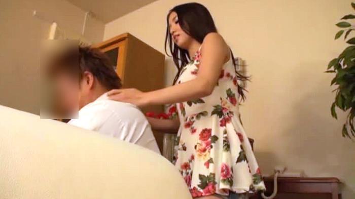 (マッサージ)ドSのヒトヅマ、友田彩也香出演のマッサージムービー。帰宅した友人のダンナをマッサージで挑発してネトるドSヒトヅマ/友田彩也香