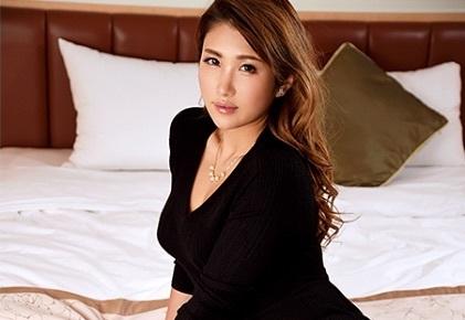 小麦色の肌に茶色のロングヘアが似合うゴージャス素人美女とハードSEX【ラグジュTV】
