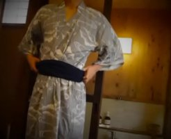 【ゲイのオナニー動画】旅館の露天風呂でこっそりオナニー!浴衣からぽろり!