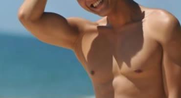 【ゲイ動画】スーツ姿のリーマンイケメンのオナニーをお手伝い! フェラや手コキだけのつもりがアナルセックスにまで挑戦することに!!