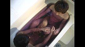 狭いお風呂で潜望鏡してからアナル舐めから手コキしちゃう