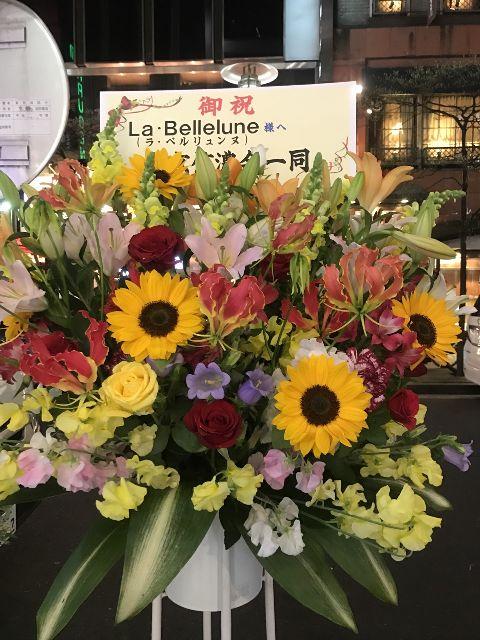銀座8丁目に薬膳フレンチがオープン!近くにはお祝いのお花が飾ってありました。