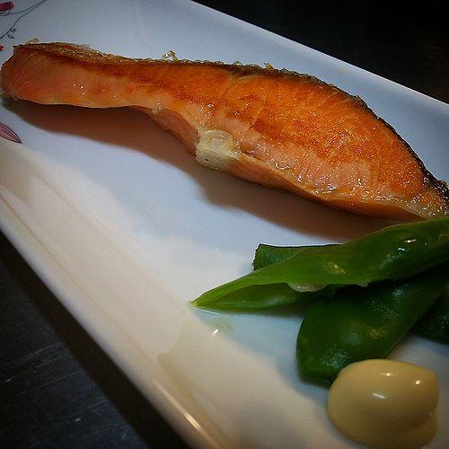 20170823草津温泉民泊花栞(はなしおり)朝食の焼き魚(塩鮭)