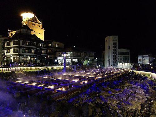 草津温泉湯畑ライトアップ2